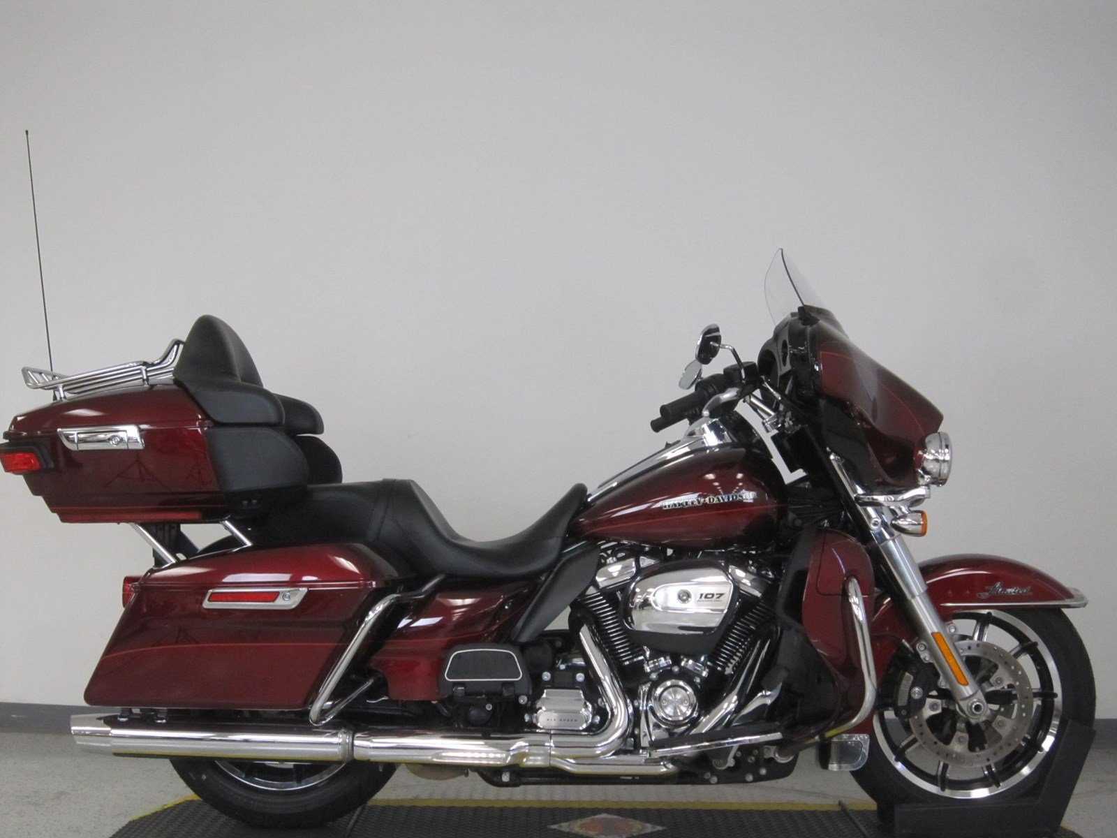 Pre-Owned 2017 Harley-Davidson Ultra Limited Low FLHTKL